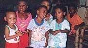 Kindergruppe im Waisenhaus Kalabahi