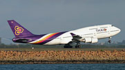 Thai Airways transportiert Medikamente nach Indonesien.